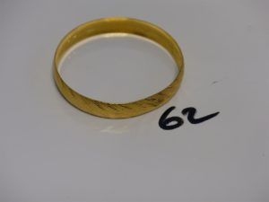 1 bracelet rigide ciselé en or 22K (diamètre 6,5cm). PB 17,3g