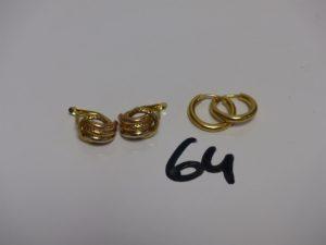 2 créoles en or et 2 boucles en or motif central tricolore. PB 3,1g