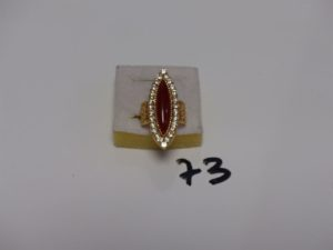 1 bague marquise en or ornée d'1 pierre centrale marron entourage petites pierres blanches (Td54). PB 6,9g