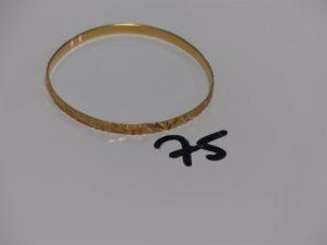 1 bracelet rigide et ouvragé en or (diamètre 6,5cm). PB 11,2g