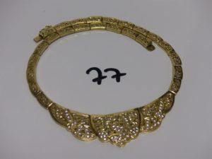 1 collier ras de cou en or, maille articulée et motif central orné de pierres blanches (environ 45cm). PB 35,2g