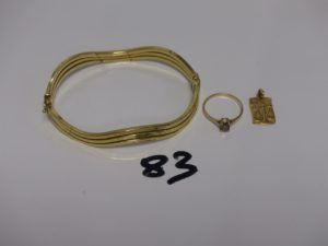 1 bracelet ouvrant très cabossé,1 pendentif signe de la balance,1 bague rehaussée d'1 petite pierre blanche (Td51) Le tout en or. PB 14,1g