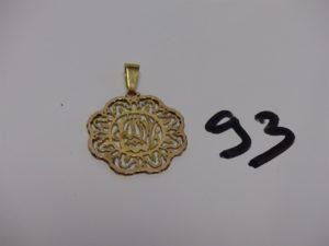 1 pendentif floral en or. PB 2,8g