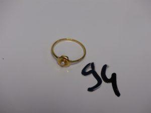 1 bague en or ornée d'1 petite perle (Td60). PB 1,8g