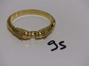 1 bracelet rigide ouvrant en or à têtes de Félins (yeux et têtes ornés de petites pierres, diamètre 5,5/6cm). PB 51,9g