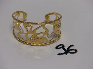 1 bracelet esclave ouvert en or à décor de motifs en coeur (diamètre 6cm). PB 20,9g