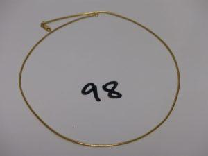 1 collier ras de cou en or (L42cm). PB 8,8g