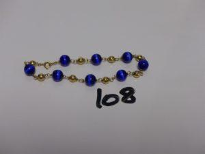 1 bracelet or et perles (boules cabossées). PB 8,5g