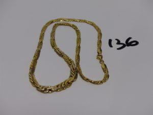 1 collier maille festonnée en or (L42cm). PB 10,2g