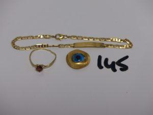 1 bracelet maille marine en or identité gravée (L19cm) 1 bague en or ornée d'1 pierre ambrée (Td54, monture à redresser) 1 pendentif oeil en or avec pierre bleue (casse). PB 5,7g