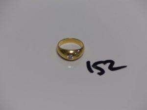 1 bague demi-jonc en or ornée d'1 petit diamant (Td53). PB 8g