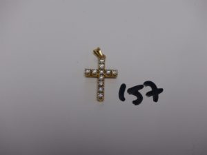 1 croix en or sertie de 11 petits diamants (H2,5cm). PB 5,1g
