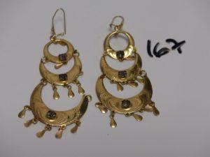2 pendants en or ornés de 3 pierres et de pampilles (1 à restaurer). PB 12,3g