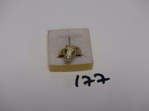 1 bague en or à tête de panthère ornée de pierres (1 chaton vide, Td56). PB 5,1g