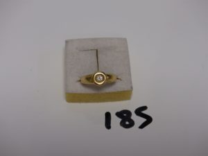 1 bague en or ornée d'1 petit diamant (Td53). PB 4,1g
