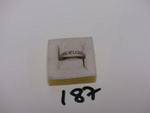 1 alliance en or sertie de diamants en tour complet (1 chaton vide, Td53). PB 2,6g