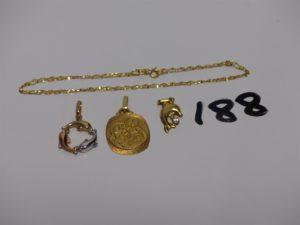 1 chaîne maille marine en or (L40cm) 1 médaille en or, 1 petit pendentif dauphinen or orné d'1 pierre. PB 3,8g + 1 pendentif dauphin en alliage 9K (0,6g)
