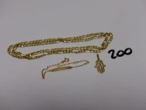1 chaîne maille alternée (L55cm) 1 bracelet gourmette gravée (L14cm) et 1 pendentif main. Le tout en or. PB 9,6g