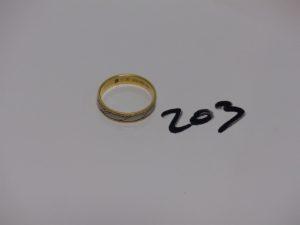 1 alliance bicolore et ciselée en or (TD69). PB 6,3g