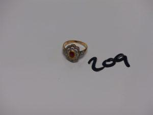 1 bague en or et platine motif central orné d'1 pierre rose, entourage petits diamants TL rose (4 chatons vides, Td56). PB 3,1g