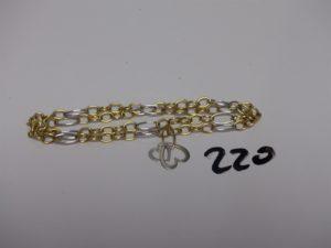 1 collier bicolore en or motif central à décor de coeurs entrelacés (L41cm).PB 5,3g