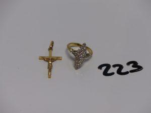 1 bague marquise ornée de petits diamants (Td51) et 1 Christ sur croix. Le tout en or. PB 7,2g