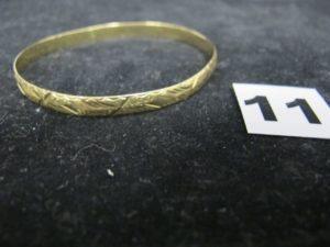 1 Bracelet en alliage 585/1000 (14k) tordu (diam 6,5cm). PB 13,6g