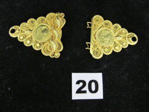 2 éléments de ceinture filigranés avec motif style pièce en or. PB 30,1g