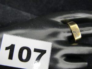"""1 chevalière en or bicolore gravée """"JP"""" (TD 63). PB 6,1g"""