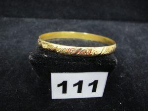 1 bracelet en or rigide ciselé creux (Diam 6,4cm). PB 12,1g