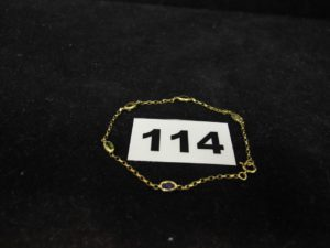 1 Bracelet en or maille style forçat orné de 5 pierres (L18cm). PB 1,6g