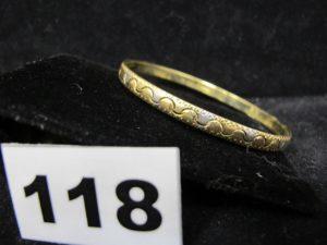 1 Bracelet rigide en or bicolore ciselé (Diam 6,5cm). PB 6,3g