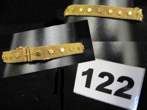 1 Bracelet ruban en or, décoré d'étoiles en relief (L 19cm, 1 accro dans maille). PB 19,7g
