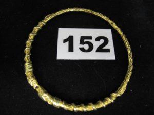 1 bracelet rigide plein en or 800/1000 (19K) à motif tête de serpent (Diam 6,8cm). PB 32,4g