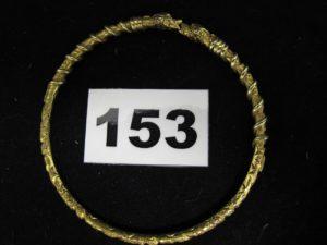 1 bracelet rigide en or  800/1000 (19k), plein à motif tête de serpent en relief (Diam 6,8cm). PB 32,3g