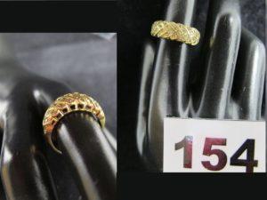 1 Bague en or à motif épi de blé réhaussé de petites pierres blanches (TD 51). PB 4,1g