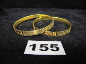 2 bracelets rigides en or 900/1000 (21K) ciselés de motifs en cercle (Diam 6,5cm). PB 20,4g