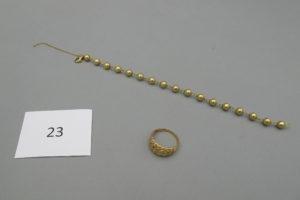 1 Bracelet en or maille boules(chainettede sécurité cassée)(L20cm),1 bague en ortréssée(TD58).PB 11,8g.
