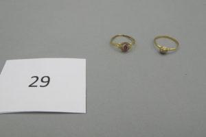 1 Bague en or ornée d'une petite pierre rouge(TD51),1 bague en or ornée de petites pierres blanches(TD54).PB2,6g.