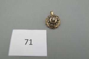 1 Pendentif en or rehaussé de diamants taillés en rose.PB 5,6g.