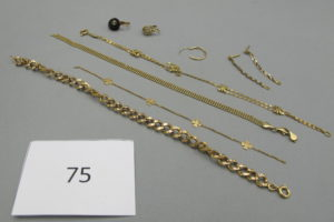 1 Lot de bijoux en or cassés(1 bracelet Maille gourmette,1 bracelet maille plate,1 bracelet maille double, 1 bris d'or,2pendants,1 créole,1 dormeuse pierre noire,1 dormeuse).PB 16,2g.