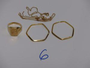 1 chevalière gravée (td65), 1 chaîne cassée et 1 paire de créoles abimées. Le tout en or PB 9,8g