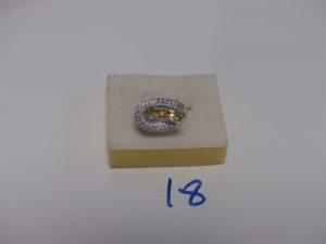 1 bague en or motif central torsadé et orné de petits diamants et petites pierres jaunes (td50). PB 5,9g