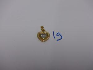 1 pendentif coeur en or, signé Vanlu, serti de 21 petits diamants et 3 diamants mobiles. PB 6,1g