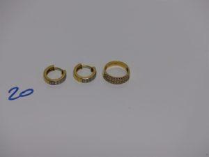 1 bague et 1 paire de boucles en or, le tout orné de petits diamants (td47). PB 7,7g