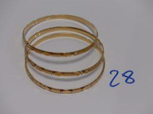 3 bracelets rigides en or à décor floral (diamètre 6,5cm). PB 44,3g
