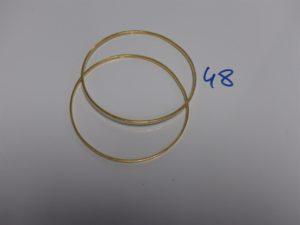 2 bracelets joncs plats en or (diamètre 7cm). PB 23g