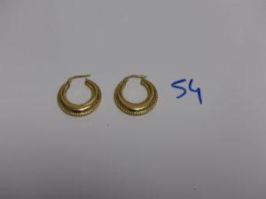 1 paire de créoles ouvragées en or. PB 3,1g