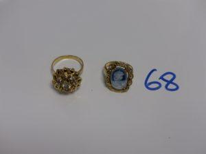 2 bagues en or (1 monture très abimée serti-griffes un camée bleu td51) (1 ornée de pierres td57). PB 8,9g