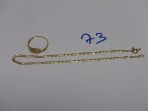 1 bracelet cheville maille marine en or (fermoir à fixer, L25cm) et 1 bague en or ornée de 2 petits diamants (td58). PB 4,6g